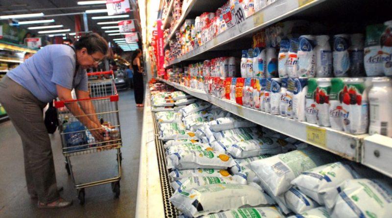 """CRISIS LECHERA: Nación niega la crisis lechera, pero pide vender los """"stocks"""""""