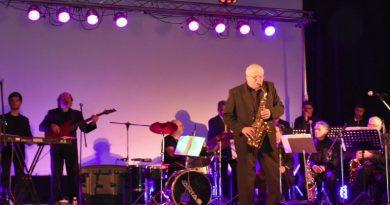 Jazz Gigante Arias brilló en la noche de Luz de Vida