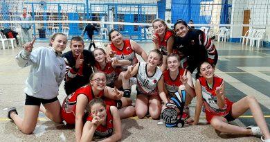 Centro trajo la Copa de Plata del «Torneo Internacional El Trébol»