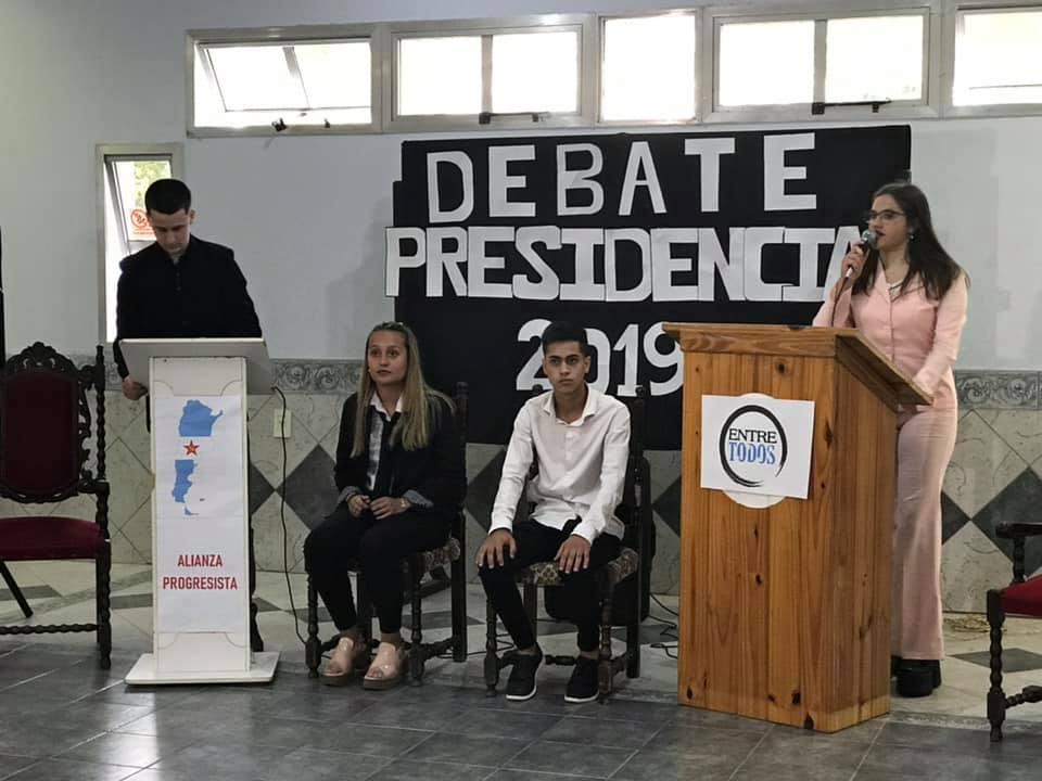 Alumnos realizaron simulacro de Debate Presidencial: Mauro Cabrera y Dalila Gallino los candidatos - La Radio