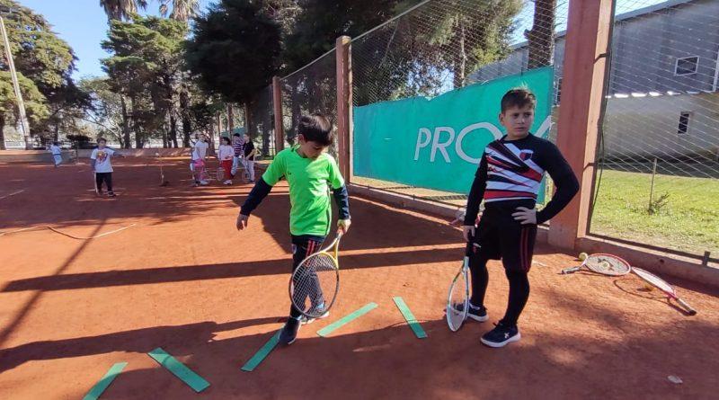 Tenis: Jornada de aprendizajes en Centro Social
