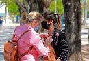 Morteros: Se repartieron lazos rosas en el centro de la ciudad